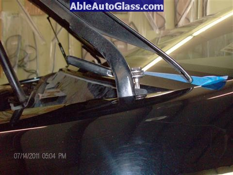 Acura RL 2005-2008 Windshield Replaced - removing screw
