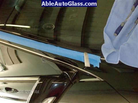 Acura RL 2005-2008 Windshield Replaced - removing side A-pillar molding
