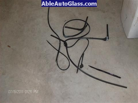Acura RL 2005-2008 Windshield Replaced - view of old seal