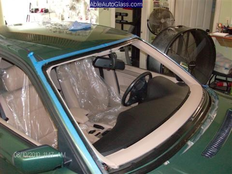 BMW-323i-1999-Windshield-Replace-Full-View-of-Primed-Pincweld