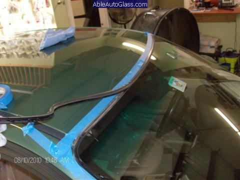 BMW-323i-1999-Windshield-Replace-We-Recommend-to-Use-New-Molding
