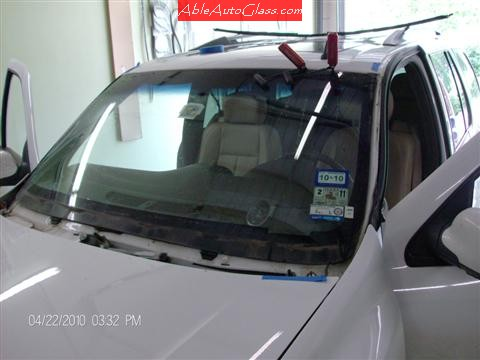 Buick Rainier 2005-2007 Windshield Replacement Using Paint Protector Blades