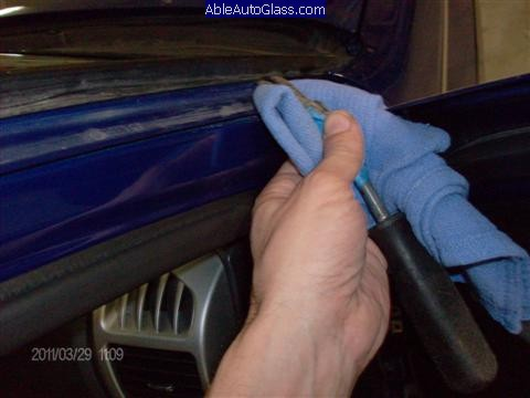 Chevy Colorado 2004-2011 Windshield Replacement - Removing A-pillar Molding