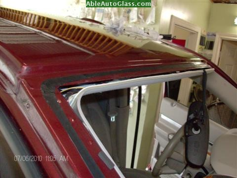 Chrysler Aspen 07-08 Windshield Replacement By Using Stubby Knife Reduces Scratches