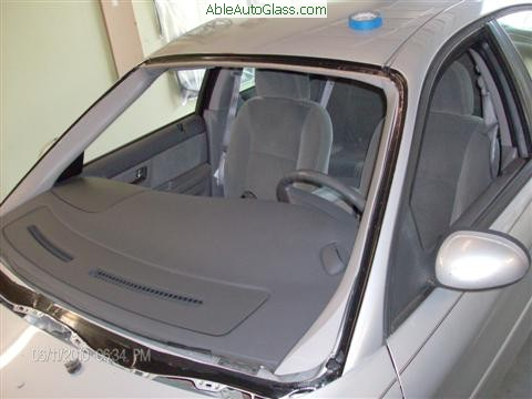 Ford Taurus 2000-2007 Windshield Replacement - Cleaned and Primed to Prevent Future Rust