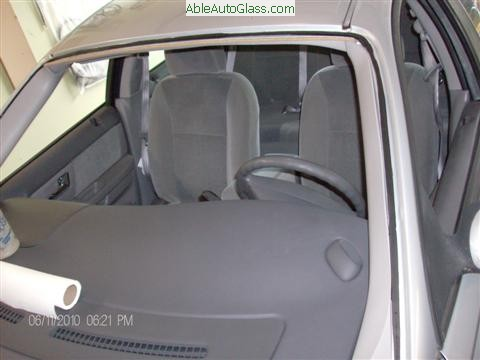 Ford Taurus 2000-2007 Windshield Replacement - Old Seal Trimmed Down