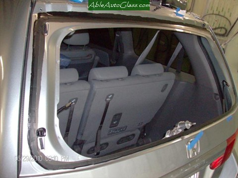 Honda-Odyssey-Back- Glass- Replacement Primed to Prevent Rust