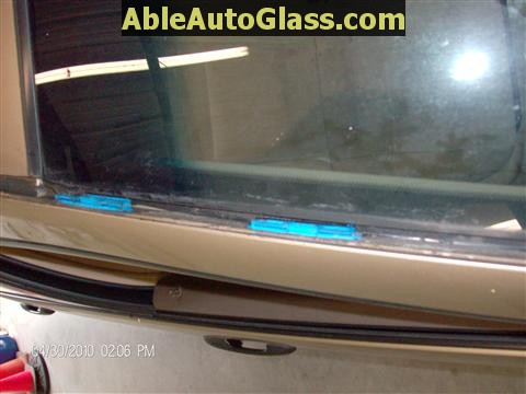 Honda Accord 2003-2007 Windshield Replace - Blue Plastic Retainer Clips for Drip Rail Molding