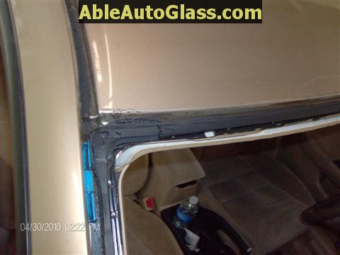 Honda Accord 2003-2007 Windshield Replace - Dirt on Contact Area