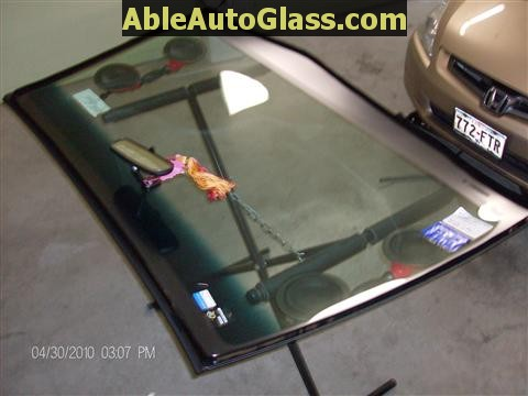Honda Accord 2003-2007 Windshield Replace - Seal-Urethane Applied to Auto Glass