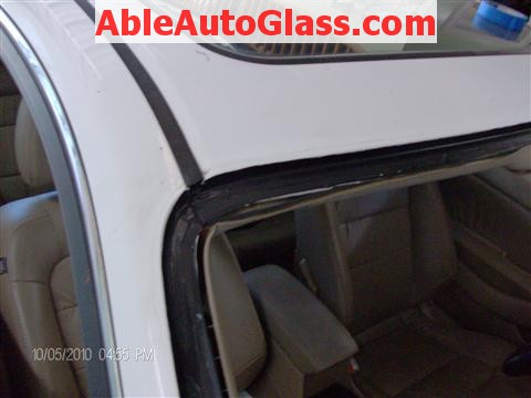 Honda Accord Coupe 2002 Windshield Replacement - Close-up