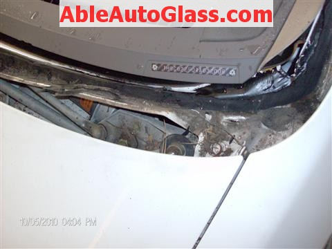 Honda Accord Coupe 2002 Windshield Replacement - Dirty Pinchweld