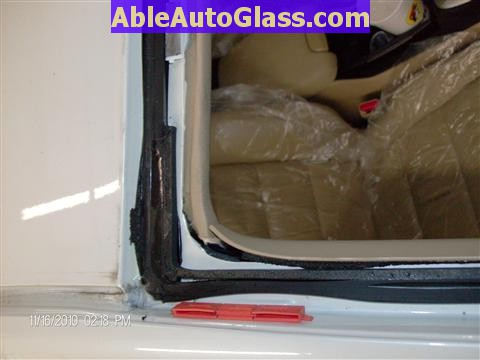 Honda Accord Sedan 2008-2011 Windshield Replace - Close-up of Old Seal