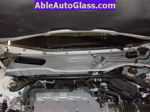 Honda Accord Sedan 2008-2011 Windshield Replace - Cowl Removed