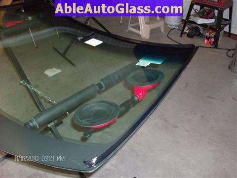 Honda Accord Sedan 2008-2011 Windshield Replace - Urethane Applied to Auto Glass