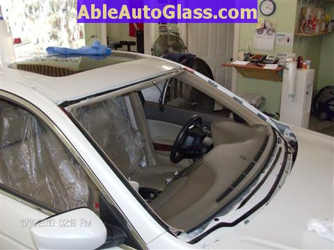 Honda Accord Sedan 2008-2011 Windshield Replace - Windshield Removed