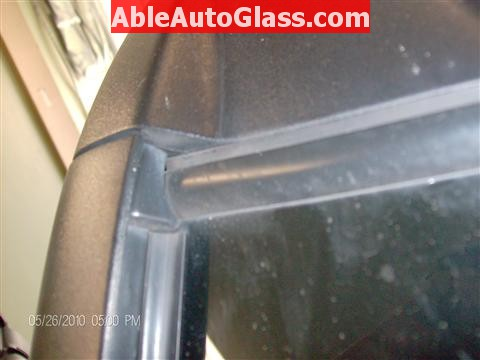 Honda Element 2010 Windshield Replace - Gap at Top Right