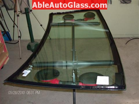 Honda Element 2010 Windshield Replace - Urethane Applied to Windshield