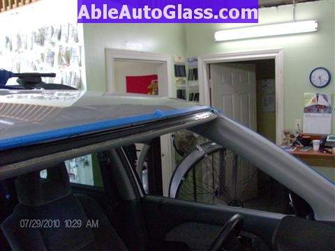 Honda Pilot 2003-2008 Windshield Replace - Completely Primed