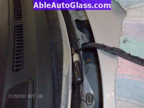 Honda Pilot 2003-2008 Windshield Replace - Trimming Old Seal