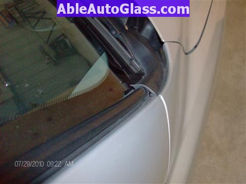 Honda Pilot 2003-2008 Windshield Replace - View of Side Molding