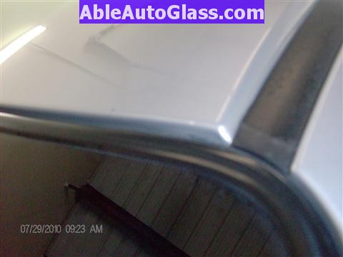 Honda Pilot 2003-2008 Windshield Replace - View of Top Molding