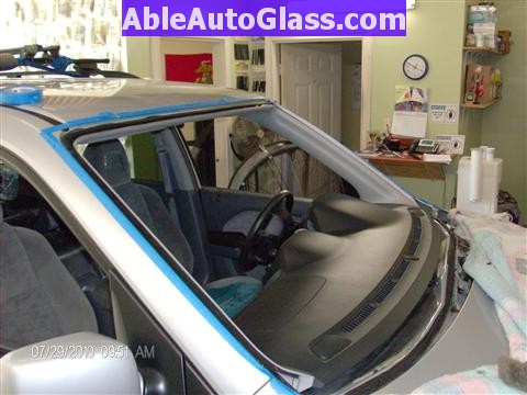 Honda Pilot 2003-2008 Windshield Replace - Windshield Removed