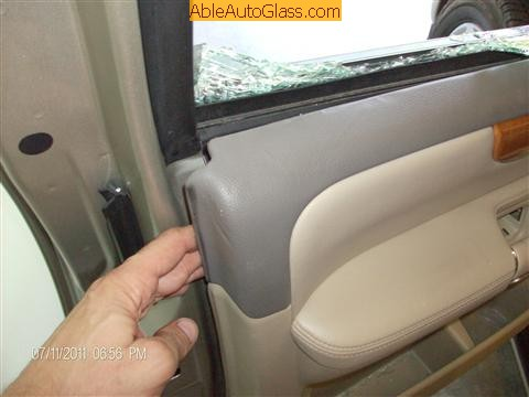 Infinit QX56 2008 Front Left Door Glass Laminated - pulling from top left