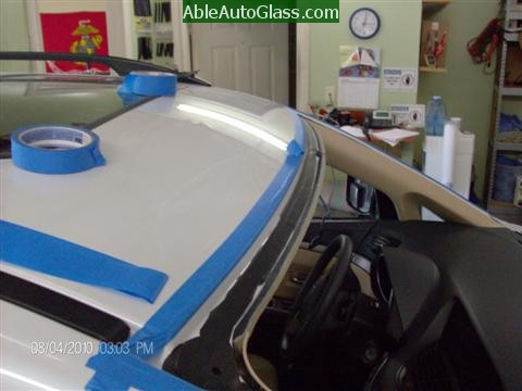 Subaru Tribeca 2008-2011 Windshield Replacement - Pinchweld Clean and Trimmed