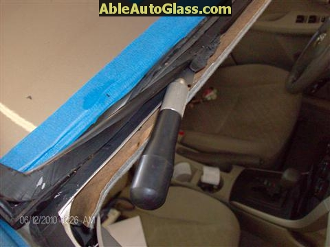 Toyota Corolla 2009-2011 Acoustic Windshield - trimming old seal