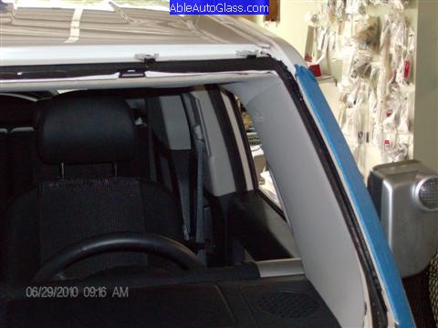 Toyota FJ Cruiser 07-10 Windshield Replacement Close-up View After Priming