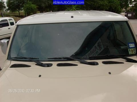 Toyota FJ Cruiser 07-10 Windshield Replacement Front View Close-up