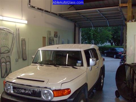 Toyota Fj Cruiser 07 10 Windshield Replacement In