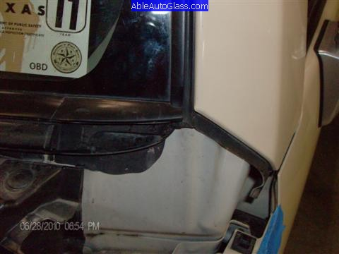 Toyota FJ Cruiser 07-10 Windshield Replacement Left Edge of Glass Exposed