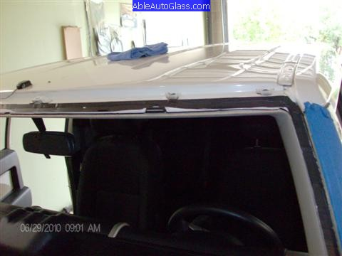 Toyota FJ Cruiser 07-10 Windshield Replacement Old Seal Trimed View of Other Side