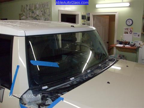 Toyota FJ Cruiser 07-10 Windshield Replacement Side View Of Bottom Molding