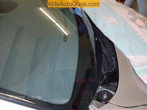 Toyota Sienna Windshield Replace- close-up